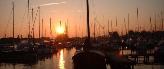 Bild: Sonnenuntergang im Hafen